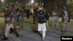 11일 아프가니스탄 카불에서 탈레반의 소행으로 보이는 폭탄 공격이 발생한 가운데, 아프간 특수 경찰들이 출동하고 있다.