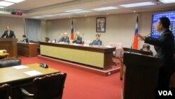 台灣立法院內政委員會10月20號質詢的情形(美國之音張永泰拍攝)