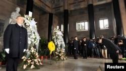 台湾陆委会主委王郁琦在南京中山陵祭拜孙中三。(2014年2月12日)