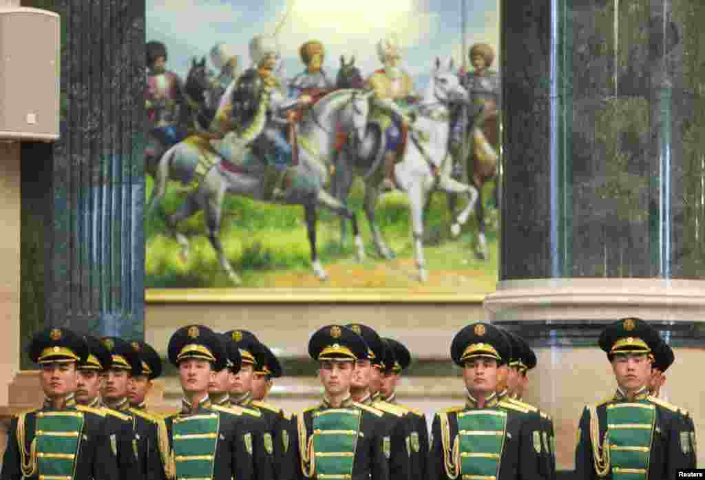Members of the Honor guard line up during a meeting of Turkmenistan's President Gurbanguly Berdymukhammedov with his Ukrainian counterpart Viktor Yanukovich in Ashgabat, Turkmenistan.