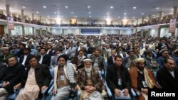 阿富汗大國民議會星期五繼續審議阿富汗與美國的一項新安全協議﹐圖為星期四該會開會情形。