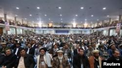阿富汗支尔格大会的部落成员出席2013年11月21日在喀布尔举行的会议。