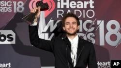 """Zedd berpose di ruang media dengan penghargaan untuk lagu dansa terbaik tahun ini, untuk lagu """"Stay"""" di iHeartRadio Music Awards di The Forum di Inglewood, Calif., 11 Maret 2018."""