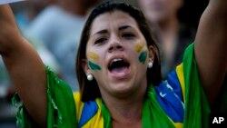 Ha destacado en las protestas del país la enorme implicación de la gente joven en todas las manifestaciones, lo cual es una prueba de la madurez y fortaleza de la democracia Brasileña.