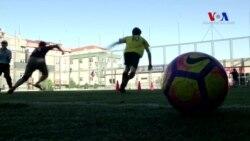 Suriyeli Çocuklar Futbol Oynayarak Hayata Tutunuyor