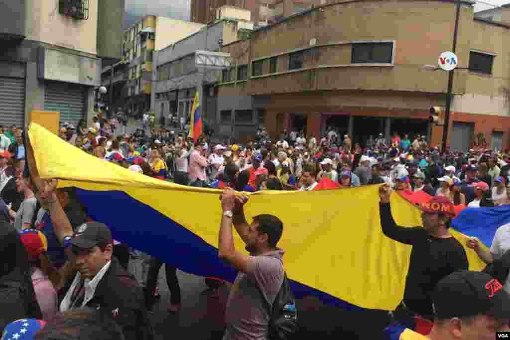Miles de personas se concentrarn en diferentes puntos de la ciudad en Caracas, Venezuela para participar de la marcha convocada por la Asamblea Nacional contra el régimen de Nicolás Maduro.