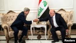 10일 존 케리 미 국무장관(왼쪽)이 이라크 바그다드에서 하이데르 알 아바디 이라크 신임 총리와 회동했다.