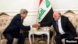 Menlu AS John Kerry bersama PM baru Irak, Haider al-Abadi di Baghdad (10/9).