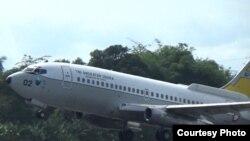 Pesawat Boeing 737-200 TNI AU dari Lanud Hassanuddin yang dilibatkan dalam pencarian korban kapal KM Lintas Timur yang tenggelam.