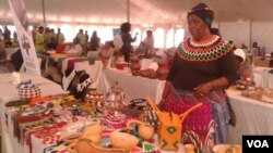 FILE: Women displaying their wares at the Zimbabwe-South Africa Trade Fair in South Africa. (Photo: Benedict Nhlapho)