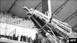 Photo d'archive datée de 1958, de la fusée russe Spoutnik III, présentée à Bruxelles lors d'une exposition internationale.
