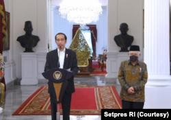 Presiden Joko Widodo ketika memberikan keterangan pers di Istana Merdeka. (Foto: Courtesy/BPMI Setpres/Rusman)