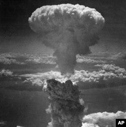 1945年8月9日在日本长崎投下的原子弹产生的蘑菇云