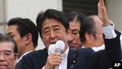지난달 참의원 선거유세 현장에서 연설하고 있는 아베 신조 일본 총리. (자료사진)