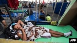 Мігранти з Центральної Америки зупиняються на відпочинок у притулках в Мексиці, січень 2019 року
