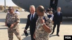 2017年9月28日,美國國防部長馬蒂斯抵達卡塔爾的烏代德空軍基地。