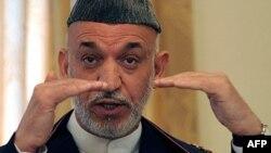Tổng thống Karzai và các cố vấn của ông thường xuyên lên án cơ quan tình báo Pakistan ISI là hậu thuẫn cho phe nổi dậy Taliban ở Afghanistan.