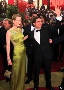 Tom Cruise and Nicole Kidman smile as they arrive for the 69th Annual Academy Awards at the Shrine Auditorium in Los Angeles, March 24, 1997.