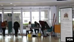 香港大学学生会举行换届选举(美国之音海彦拍摄)