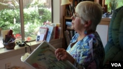Joan Davies Rapp of Tacoma, Washington, counts and records bird sightings outside her living room window as part of Project FeederWatch. (VOA/T. Banse)