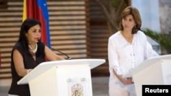 Las cancilleres Delcy Rodríguez de Venezuela y María Angela Holguín de Colombia sostuvieron su primera reunión en Cartagena con iras de reabrir la frontera entre ambos países.