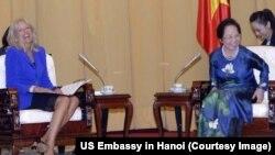 Sau khi tới Hà Nội, bà Biden đã có cuộc gặp với Phó Chủ tịch nước Nguyễn Thị Doan.