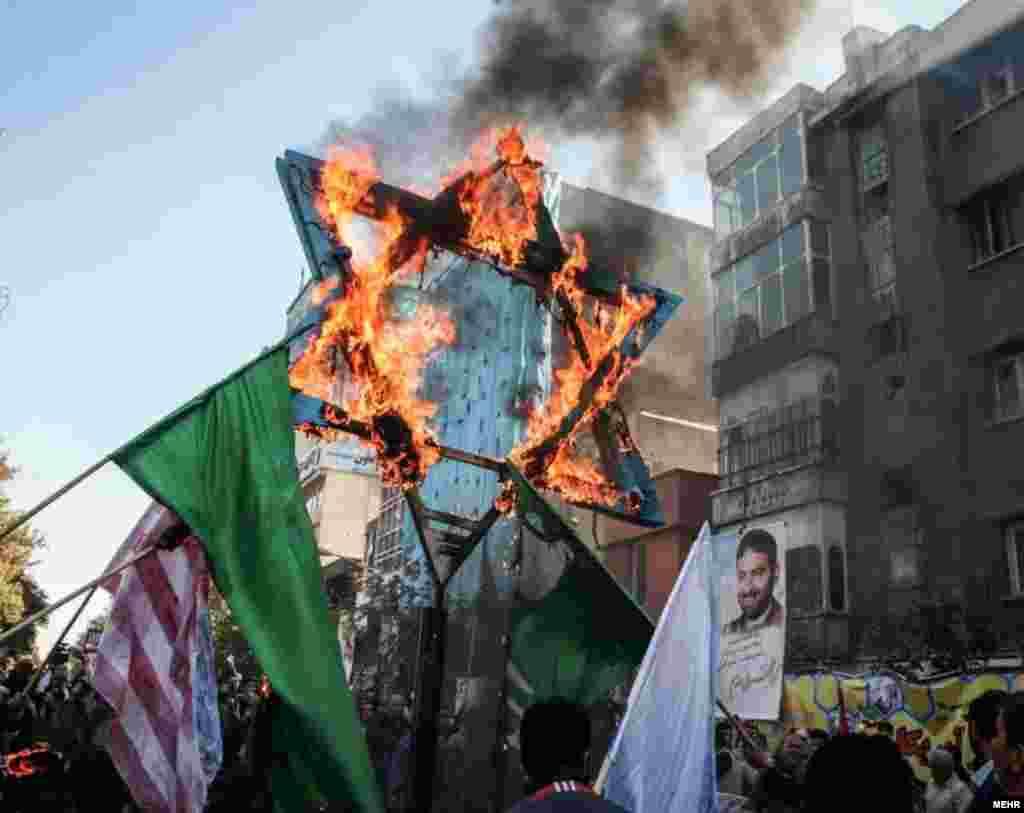در ۱۳ آبان امسال، ستاره داوود در راهپیمایی آتش زده شد. این نشانه از سوی خیلی از پیروان دین یهود استفاده می شود.