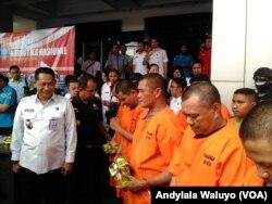 Para tersangka penyelundupan sabu Malaysia di kantor BNN Jakarta, 23 Agustus 2017