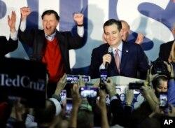 ຜູ້ລົງແຂ່ງຂັນເອົາຕຳແໜ່ງປະທານາທິບໍດີ ສັງກັດພັກ ຣີພັບບລີກັນ ສະມາຊິກສະພາສູງລັດ Texus ທ່ານ Ted Cruz ກ່າວຄຳເຫັນໃນລະຫວ່າງ ການຊຸມນຸມຄ່ຳຄືນການຄັດເລືອກ ຂອງພັກ, ໃນນະຄອນ Des Moines ລັດ Iowa. 1 ມັງກອນ 2016.