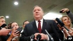 Američki državni sekretar Mike Pompeo obraća se novinarima poslije sastanka sa senatorima o ubistvu Jamala Khashoggija, 28. novembar 2018.