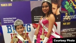 Shaira Aurellia Busnawi, kanan (usia 13 tahun) dan adiknya, Chloe Jasmina Busnawi (8 tahun).