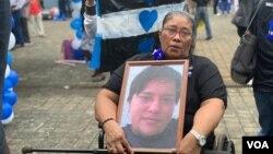"""En su emotiva homilía, el sacerdote Silvio Romeropidió a las madres de los asesinados, como Alejandra Rivera Ruiz, y a los jóvenes asistentes tener esperanza pues """"Nicaragua está en labor de parto""""."""