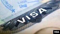 La embajada informó que todas las tarjetas robadas se volvieron a emitir y fueron enviadas a los solicitantes.