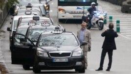 Paris, protestë e shoferëve të taksive