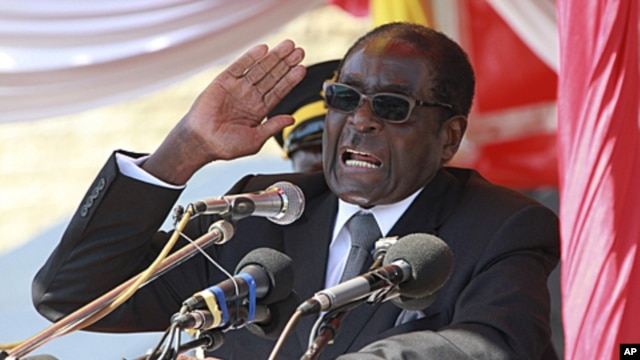 Zimbabwean President Robert Mugabe addresses supporters in Harare, July, 20 2011