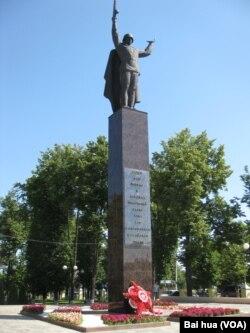 莫斯科郊外的一个二战纪念碑 (美国之音白桦拍摄)