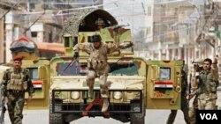 Tentara Irak berpatroli di Baghdad, untuk menjaga keamanan wilayah ini dari bentrokan dengan pengikut Sunni (foto:dok).