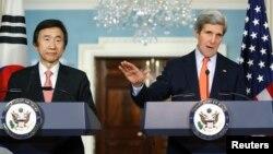 윤병세 한국 외교장관(왼쪽)과 존 케리 미국 국무장관이 7일 미국 워싱턴에서 회담 후 공동 기자회견을 가졌다.