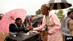 A woman receives a mark on her finger with indelible ink prior to vote for Malawi's Tripartite elections at Malemia School Polling center, the home village of the incumbent president, May 20, 2014.