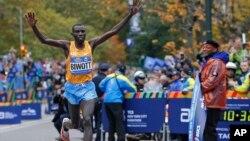 Stanley Biwott a remporté le marathon de New York le 1er novembre 2015. (AP Photo/Kathy Willens)