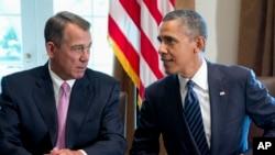 Presidente Barack Obama conversa com porta-voz da Camara dos Representantes, o republicano John Boehner