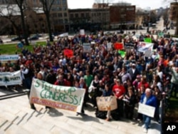 This march on the Madison, Wisconsin state capitol was among 2,000 events in the 2007 Step It Up Campaign.