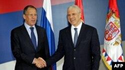 Predsednik Srbije Boris Tadić i ministar spoljnih poslova Rusije Sergej Lavrov pozdravljaju se tokom susreta u Beogradu, 19. aprila 2011.