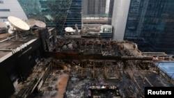 印度金融中心孟買市中心一棟大樓被大火燒毀