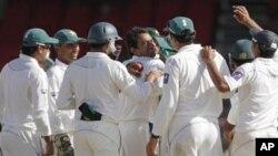 کرکٹ: پاکستان کو جیت کے لیے139 رنز درکار