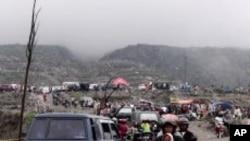 ผู้ประสบภัยภูเขาไฟระเบิดในอินโดนีเซียหันหาธุรกิจท่องเที่ยวเพื่อยังชีพ