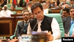 د بجټ د وړاندې کېدو سره وزیراعظم عمران خان اعلان وکړو چې یو کمېشن به د هیواد د قرض په اړه تحقیقات کوي