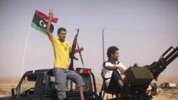 مخالفان قذافی در حومه بن ولید. ۴ سپتامبر ۲۰۱۱