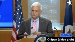 资料照:美国国务院负责民主、人权和劳工事务的助理国务卿罗伯特·德斯特罗