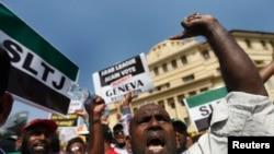 3月26日在科伦坡,一群斯里兰卡穆斯林高呼口号,抗议联合国关于调查斯里兰卡战争罪的决议案